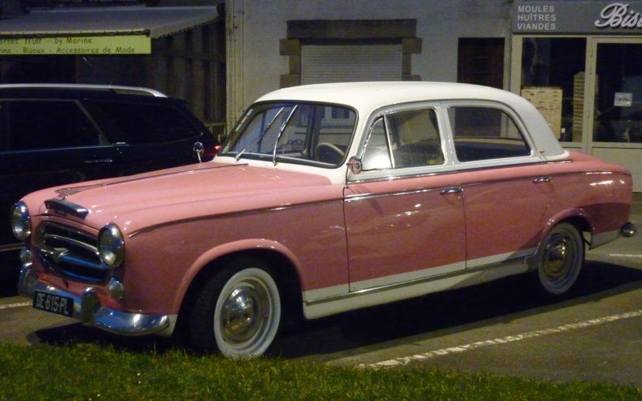 véhicule rose à Saint malo