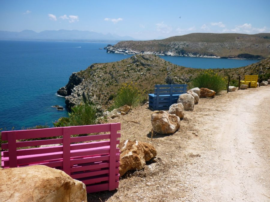 on s'assoit sur des bancs en pallettes Sicile